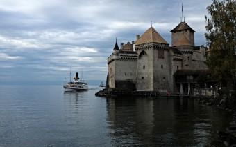 Замок, Байрон и пароход