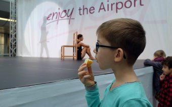 Цирк в аэропорту Дюссельдорфа