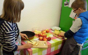Наш английский и яблочный крамбл